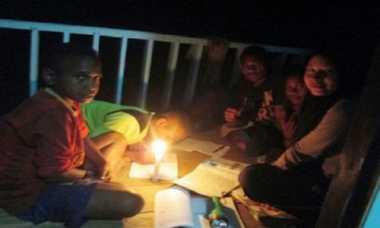 Di Papua, Menimba Ilmu Bermodal Sebatang Lilin