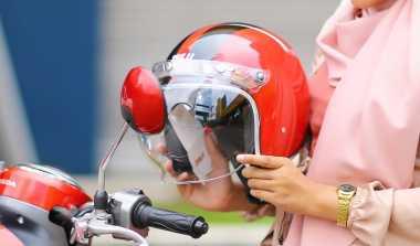 Tiga Tips Memakai Helm yang Baik dan Benar