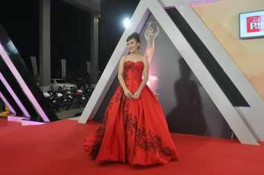 AMI Awards 2016 : Ayu Ting Ting si Lady In Red