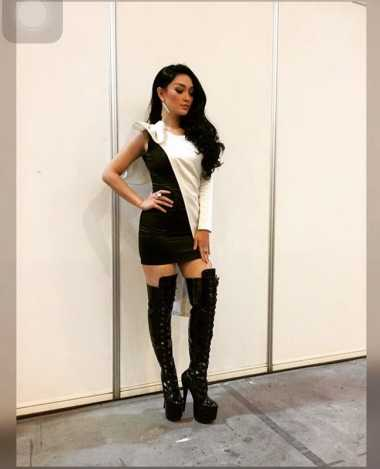AMI Award 2016 : Kenakan Knee High  Boots, Zaskia Gotik bak Kim Kardashian