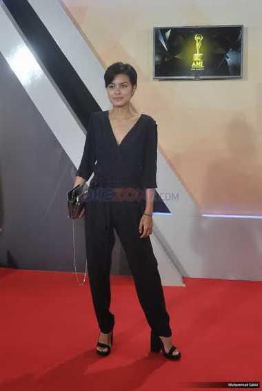 AMI Award 2016 : Tampil Minimalis, Eva Celia Tetap Terlihat Menawan