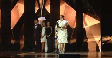 AMI Award 2016 : Bergaun Putih Selutut, BCL Terima Penghargaan Anugerah Musik Indonesia