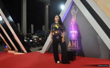 AMI Award 2016 : Glam Rock Jadi Pilihan Gaya Busana Tantri Kotak