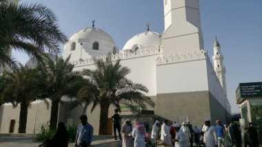 Kisah Lubang di Kubah Masjid & Salat Berhadiah Umrah