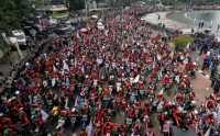 Massa Buruh Jabodetabek Berkumpul di Patung Kuda Menuju Istana Negara