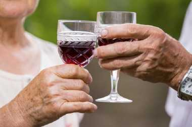 Minum Segelas Wine Rutin Cegah Demensia Alzheimer?
