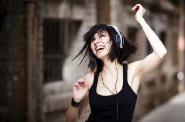 Bahaya Menggunakan Headset Terlalu Sering