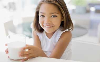 Sehatkah jika Anak Lebih Suka Minum Susu daripada Makan?