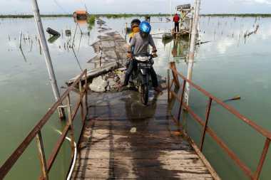 Banjir Rob Rendam Kampung Pesisir Demak, Warga: Sudah Kayak Laut