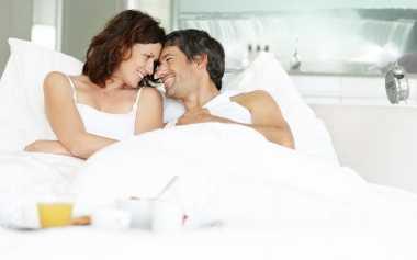 Saat Bermesraan dengan Suami, Ini yang Kerap Dikhawatirkan Istri