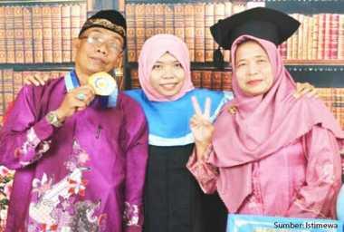 Langganan Beasiswa Antarkan Siti Sukses Kuliah hingga S-3