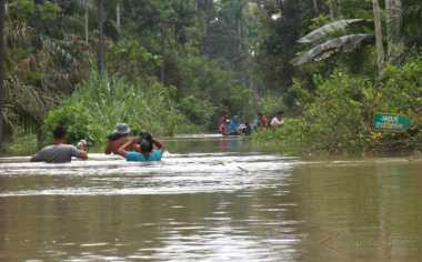 Banjir di Aceh Jaya Surut, Warga Mulai Membersihkan Rumah