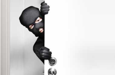 Jebol Genteng Bangunan SD, Pencuri Gondol Kotak Amal