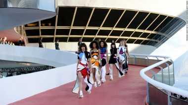 4 Lokasi Terunik Fashion Show Dunia