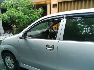 Kaca Mobil Dibobol, Ratusan Juta Rupiah Raib