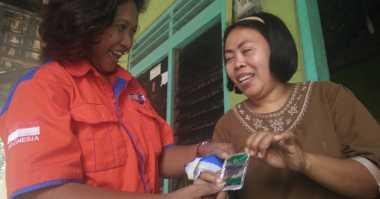 Bagikan Bubuk Abate, Tim Rescue Perindo Jatim Ajak Warga Galakkan PSN