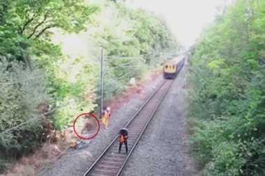 Ini Video Penyelamatan Heroik di Rel Kereta Api
