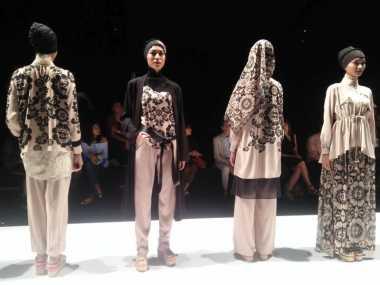 JFW 2017: Itang Yunaz Segarkan Koleksi Modest Wear Bertema Cinderamata