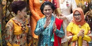 Iriana Jokowi Gelar Rapat Kerja di Kereta Menuju Cirebon