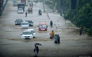 HOT THREAD (2): Tips Berkendara di Tengah Banjir Perlu Kalian Tahu
