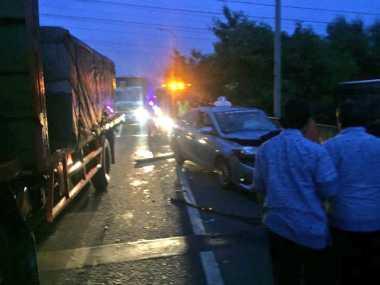 Taksi Kecelakaan di Tol Kapuk Arah Pluit