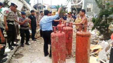Polisi Evakuasi 4 Tabung Gas di Lokasi Ledakan Bekasi