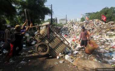 250 Ton Sampah Depok Berada di TPS Liar