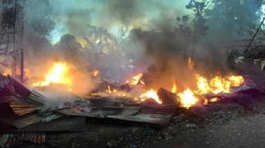 Gudang Bahan Boneka & Rumah Terbakar di Bogor, Ini Penampakannya