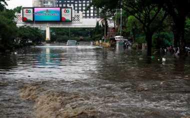 """FOKUS: Dahsyatnya """"Sungai"""" Pasteur yang Turut Hanyutkan Mobil"""