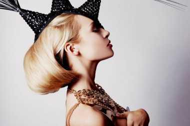 TOP FASHION: 5 Inspirasi Gaya Futuristik dan Glamor Ini Keren untuk Ditiru!