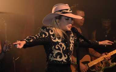 Intip Yuk, Vendora Pink Lady Gaga yang Mencuri Perhatian