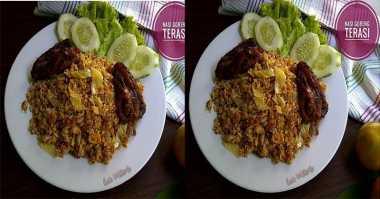NASI GORENG: Maknyusnya Makan Malam dengan Nasi Goreng Sambal Terasi