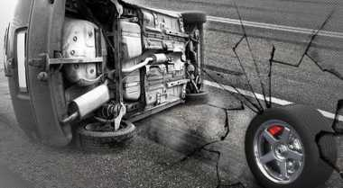 BMW Merah Tabrak Honda CRV & Tukang Parkir di Hayam Wuruk
