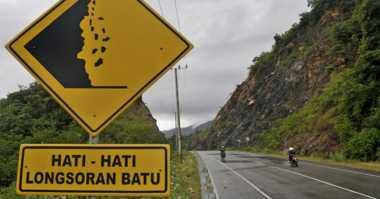 Hujan Deras, Jalan Lintas Tengah Bengkulu Tertutup Longsor