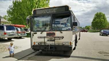 Astaga, Pasangan Ini Travelling Keliling Dunia dengan Bus