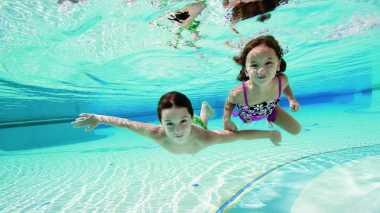 Kapan Sebaiknya Anak Mulai Belajar Berenang?