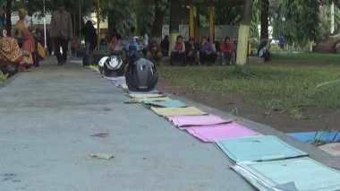 Demi Urus KK, Warga Jombang Rela Antre di Disdukcapil Sejak Dini Hari