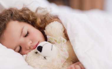 Moms, Lakukan Hal Sederhana Ini agar si Kecil Tidur Nyenyak Malam Hari