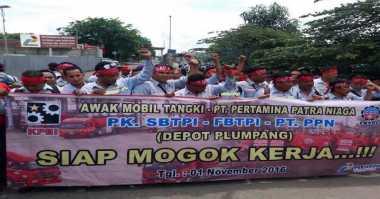 Tuntut Pengangkatan, Sopir Truk BBM Demo di Depo Pertamina Plumpang