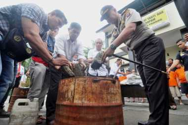 Polisi Musnahkan 262,5 Kg Ganja yang Dikirim dari Aceh