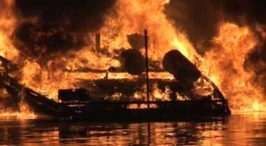 Kapal Pengangkut BBM Meledak di Dumai