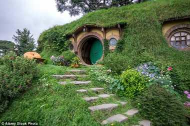 Kini Wisatawan Dapat Tidur di Rumah Hobbit