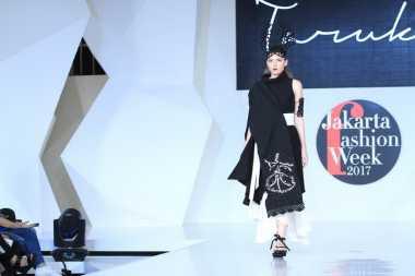 JFW 2017 : Rendesvous, Debut Para Desainer Muda di Kancah Industi Mode Indonesia