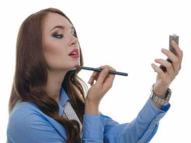 Ladies, Begini Trik Make-up Cepat saat Bangun Kesiangan