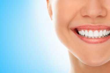 Unik : Pulpen Ini Bisa Putihkan Gigi Seketika!
