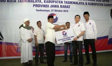 Hary Tanoe Bagikan 52 Gerobak UMKM ke 850 DPRt Perindo Tasikmalaya & Subang