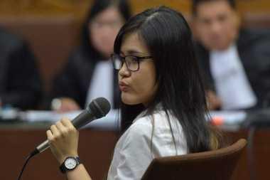 VONIS JESSICA: Simpatisan Jessica Sebut Hakim Terkontaminasi Virus