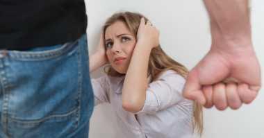 Kasus KDRT, Suami Setrika Istri karena Keasyikan Main HP
