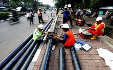 Pipa Air Bersih untuk Warga Jebol Tertimpa Alat Berat Proyek Tol Becakayu