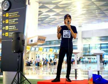 Peringati Hari Sumpah Pemuda, Pengunjung Terminal 3 Hadirkan Stand Up Comedy